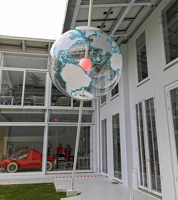 courreges_globe_installation-433