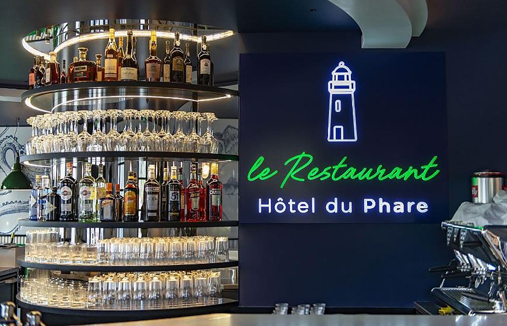 Caisson lumineux : bar du restaurant-Hôtel du Phare, Belle-Ile sur Mer (Bretagne)
