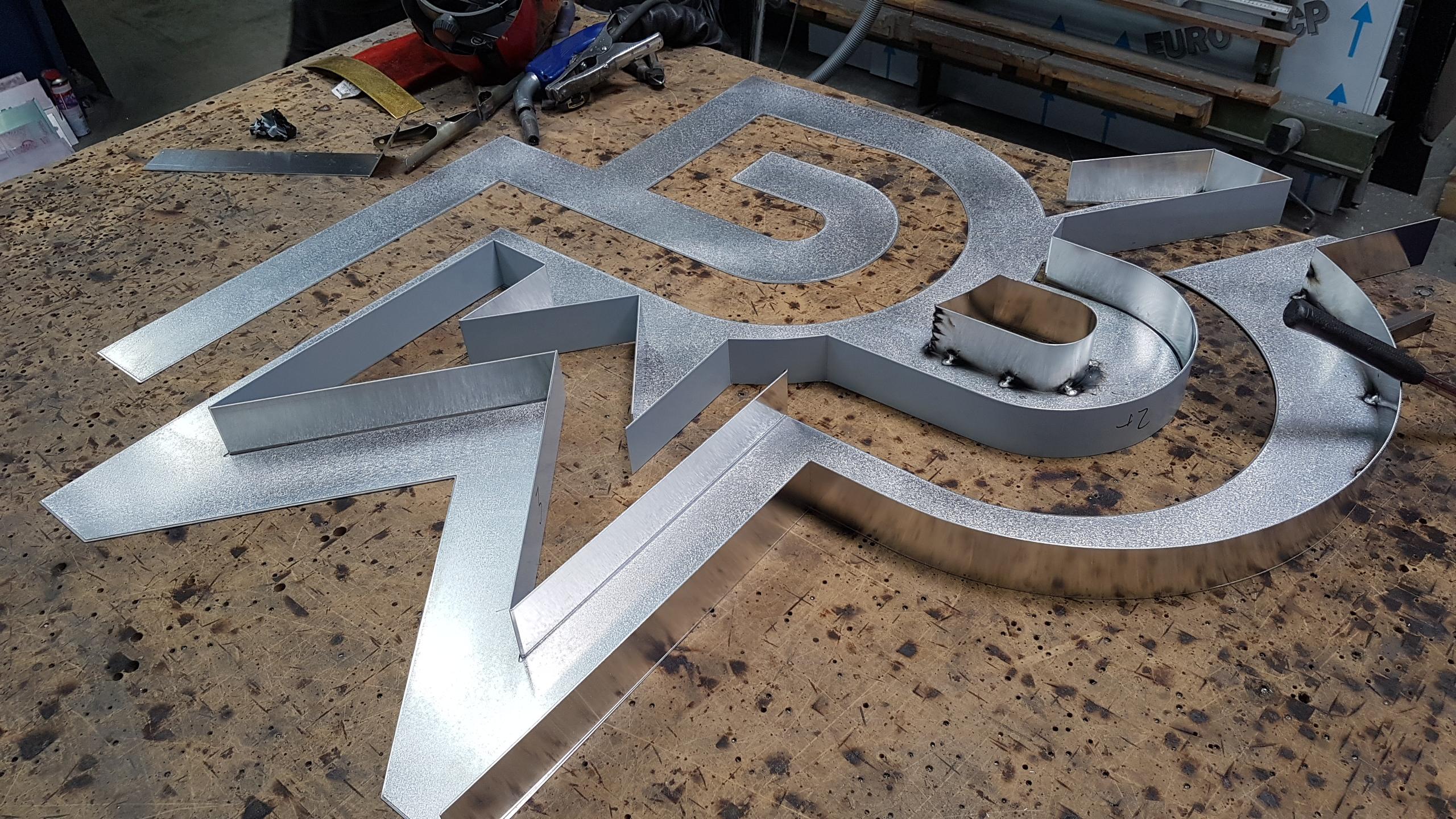 Fabrication Logo Le Moulin du Roc